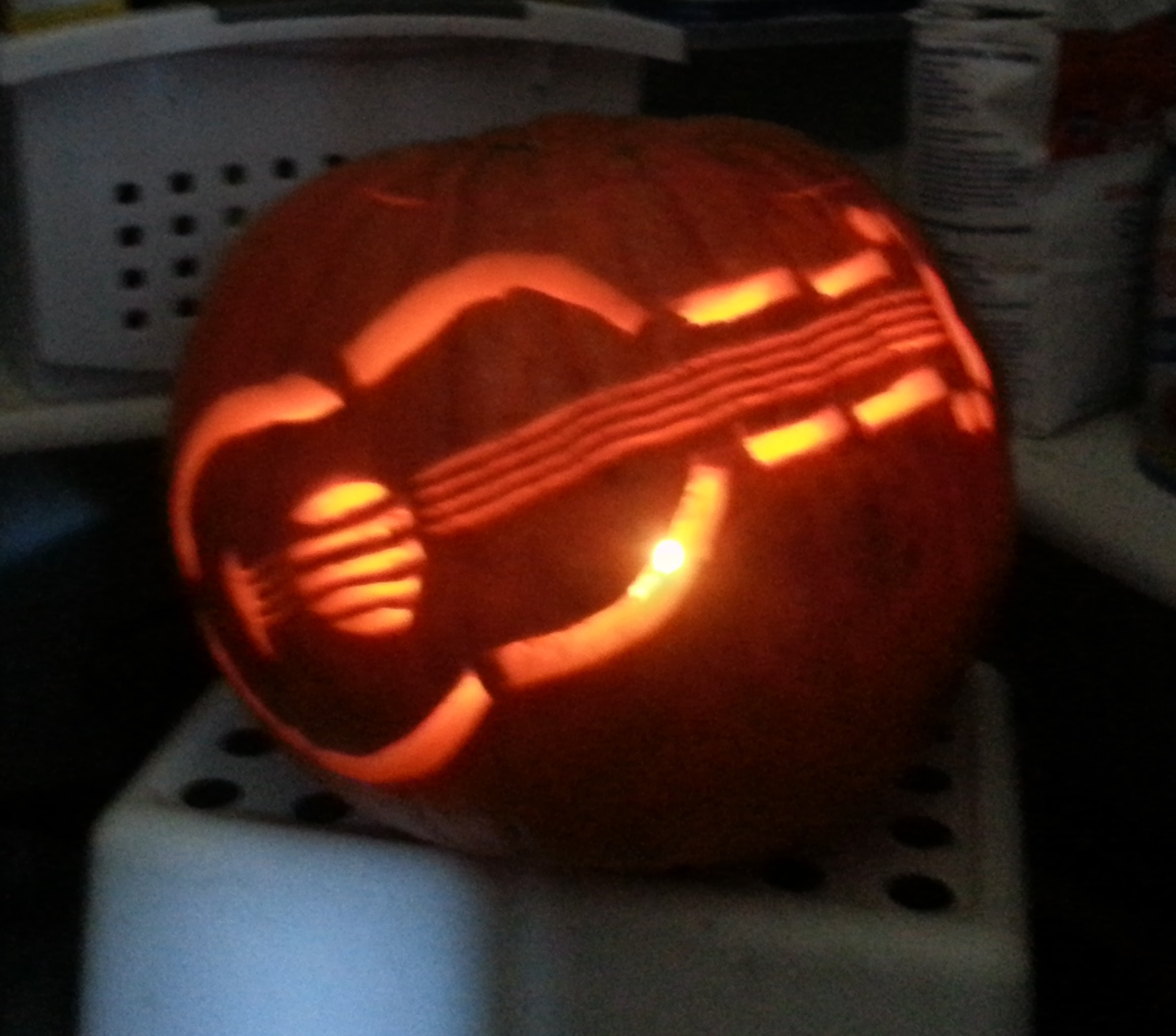 the uke-olantern (post-halloween ukulele fun)